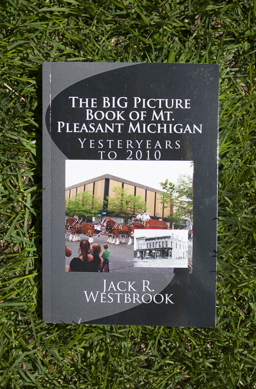 BIG PICTURE BOOK OF MT. PLEASANT MICHIGAN: YESTERYEARS TO 2010 (SKU 1195844489)
