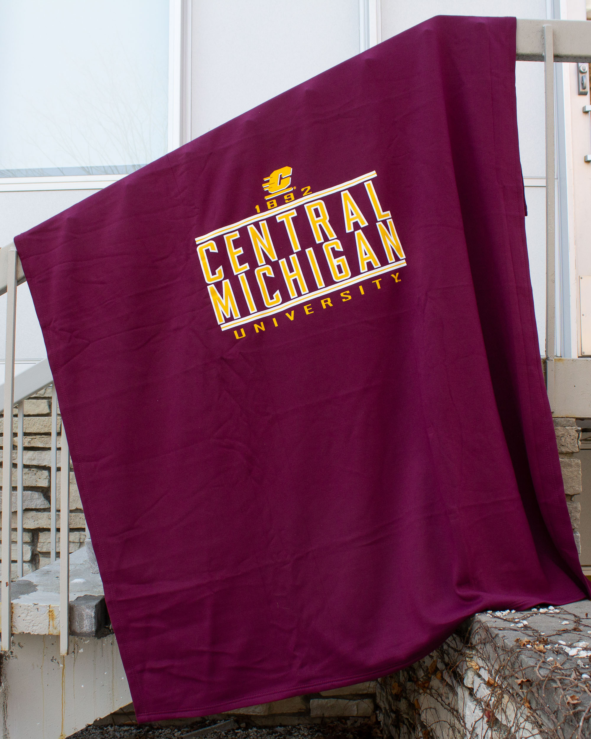 Central Michigan Maroon Pro-Weave Sweatshirt Blanket<br><small>MV SPORT</small> (SKU 5018759198)