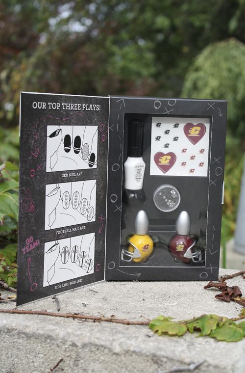 Nail Art Kit - Maroon, Gold, And White Nailpolish, Nail Stickers ...