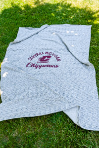 Central Michigan Salt & Pepper Pro-Weave Sweatshirt Blanket<br><small>MV SPORT</small>